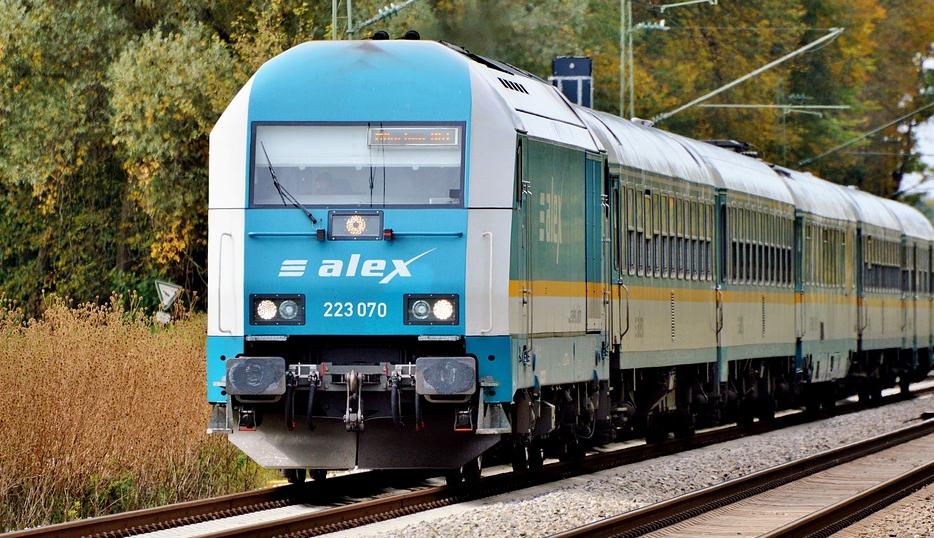 Die richtige Wechselspannung für den Zugbetrieb erzeugen