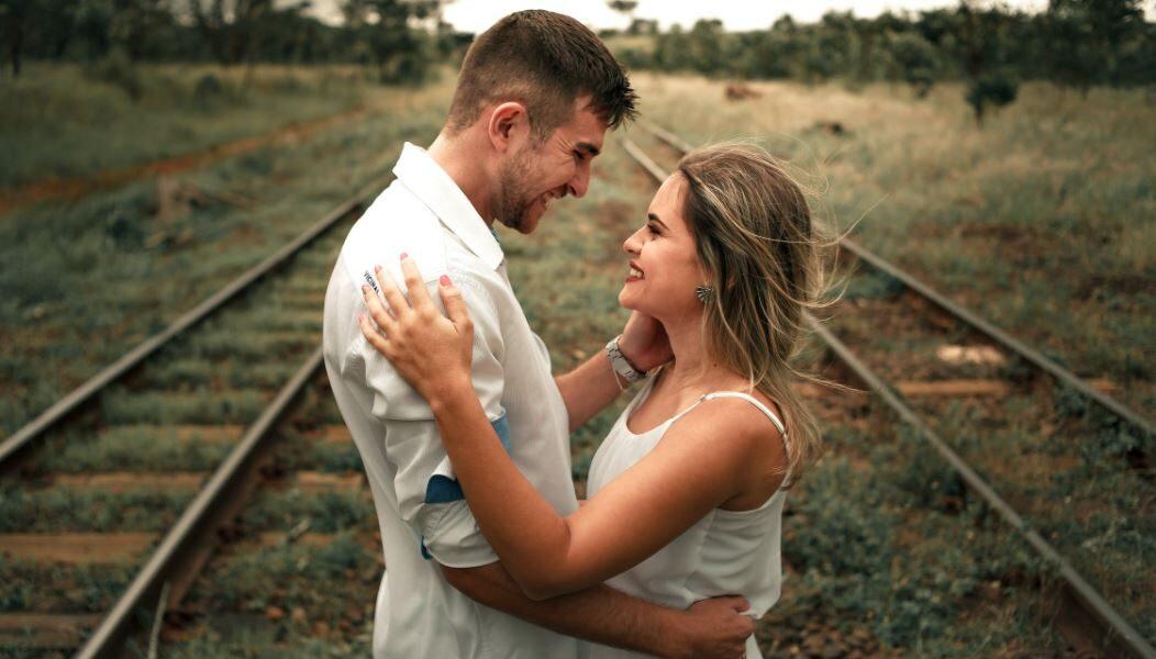 Locker heiraten mit dem Braut Sneaker